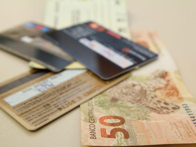 Mais de 70% dos brasileiros utilizam contas bancárias, segundo pesquisa ...