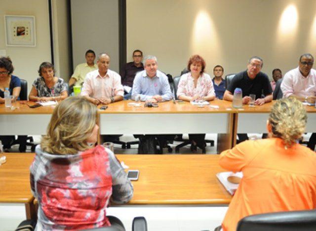 Impasse nas negociações do aditivo com Santander. Banco está ...