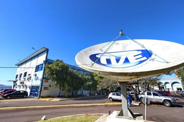 Funcionários da TVE e FM Cultura fazem vigília ...