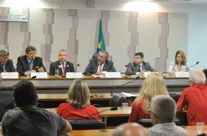 Audiência pública com Paim no Senado define mesa ...