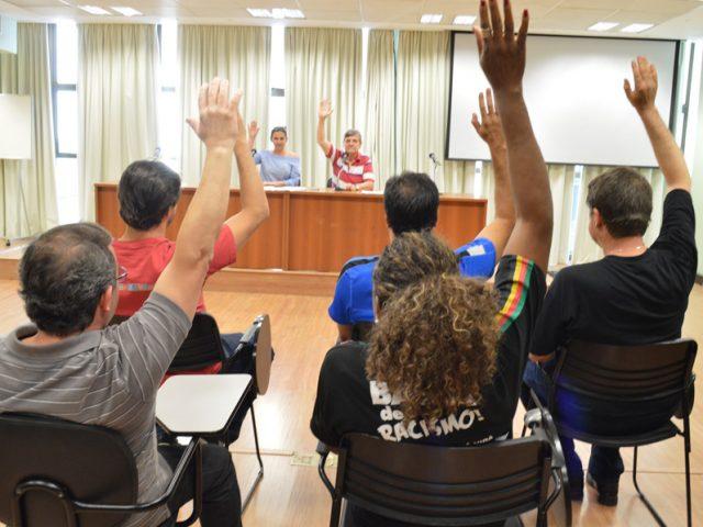 Colegas do Santander aprovam em assembleia acordo coletivo, regime da ...