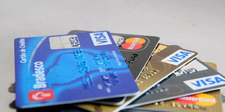 Comissão do Senado aprova projeto que limita juro do cartão de crédito