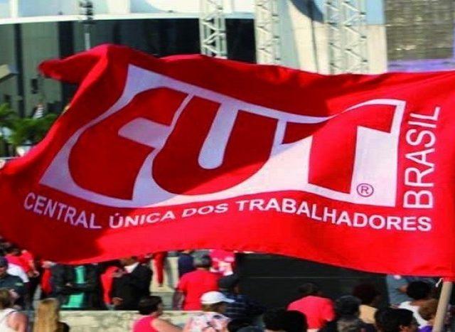 CUT define resolução sobre crise política no Brasil