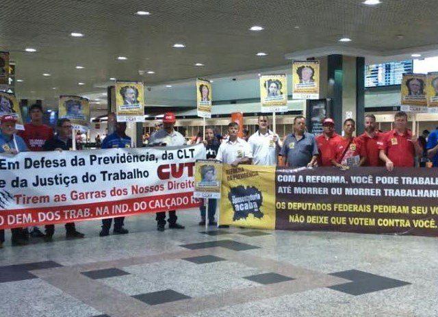 Ato da CUT-RS e centrais aumenta pressão contra reforma ...