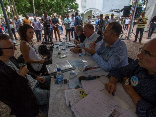 Ameaça ao Banrisul público lota debate na Praç...