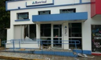 Criminosos usam explosivos para atacar agência do Banrisul em Campestre da Serra nesta terça-feira