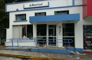 Criminosos armados arrombam agência do Banrisul em Marques de ...