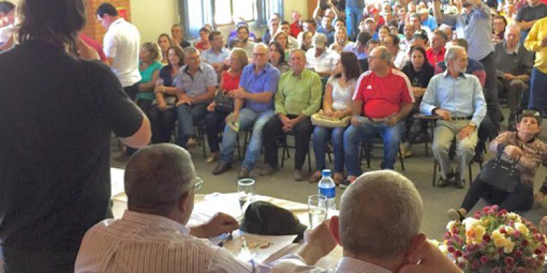 Em audiência pública com Paim em Ijuí, Perondi fala, é vaiado e foge do debate após dizer que ia ao banheiro