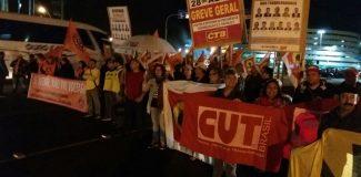 CUT-RS e centrais reforçam greve geral em novo protesto contra reformas de Temer no Aeroporto de Porto Alegre