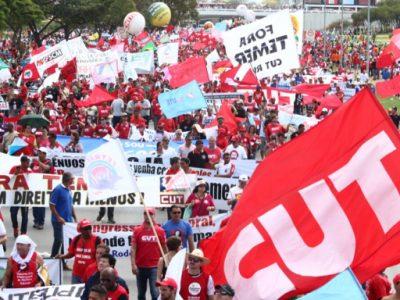 """""""Vamos fazer uma Greve Geral maior do que a de 28 de abril"""", afirma CUT na marcha em Brasília"""