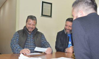 Funcionários do Unibanco beneficiados em ação do PLR de 2004 já estão recebendo seus cheques na sede do Sindicato