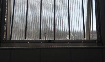 Criminosos serram grades de janela em agência do Bradesco na zona norte de Porto Alegre, mas fogem sem entrar no banco