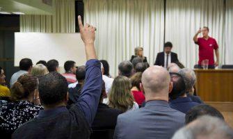 Assessoria jurídica do SindBancários presta esclarecimentos a colegas do Bradesco sobre PDVE em reunião na Casa dos Bancários