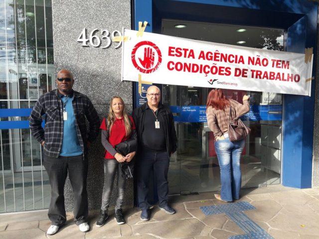 Sindicato presta apoio aos colegas da agência Alto Petró...