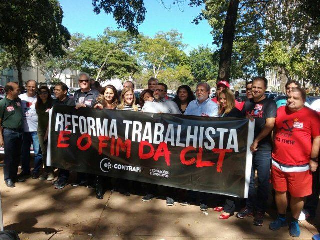 Trabalhadores ocupam o Senado para barrar reforma trabalhista