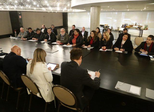 Mesa de negociação: Acordo sobre centros de realocação ...