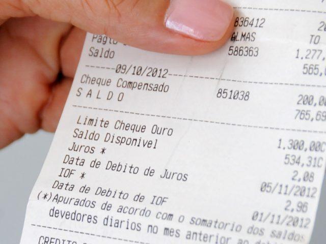 Custo de tarifas bancárias variam até 444,44%