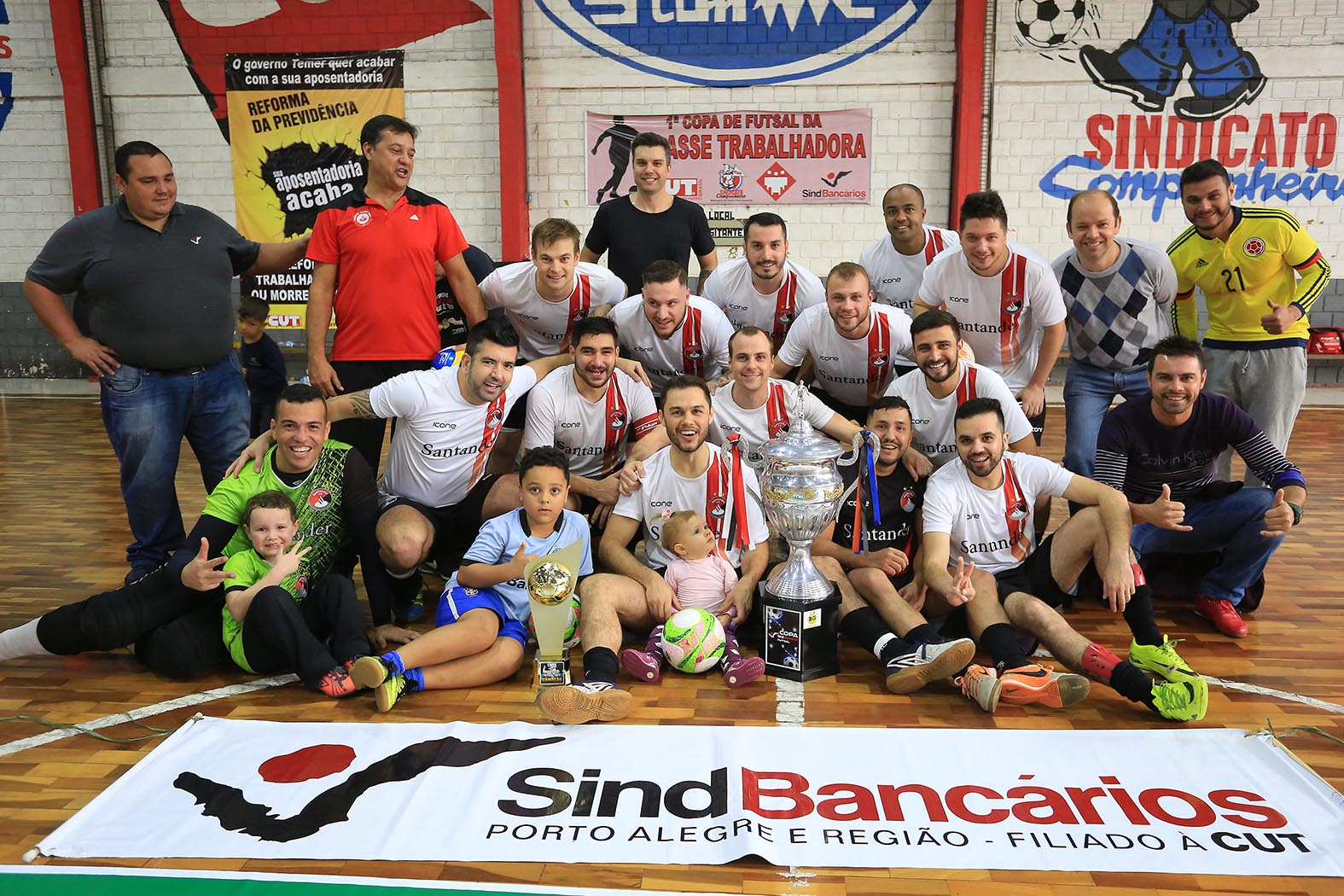 78b00cd6be Santander Bairro FC conquista pela primeira vez a Copa de Futsal 2017 e vai  atrás da tríplice coroa dos torneios de futebol do SindBancários