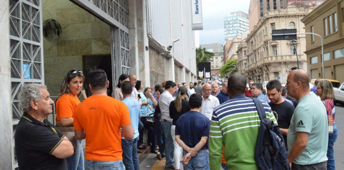 Bancários fortalecem mobilização contra desmonte do Banrisul em ato que esquentou lançamento de Frente Parlamentar