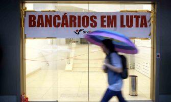 Agências bancárias ficam fechadas até o meio-dia em Porto Alegre em protesto contra as Reformas Trabalhista e da Previdência e em defesa dos bancos públicos