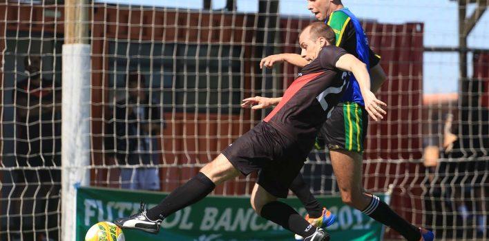 Futebol sete dos Bancários define times que buscam classificação em dois triangulares por vaga nas semifinais