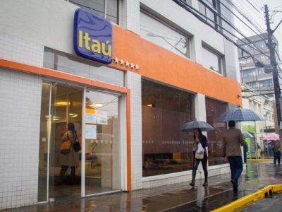 Itaú deve reintegrar bancária portadora de LER/Dort que tinha sido demitida