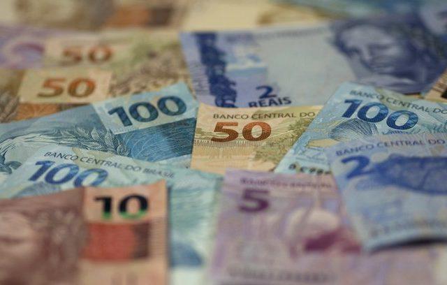 Pandemia: governo vai oferecer três parcelas de 200 reais aos ...