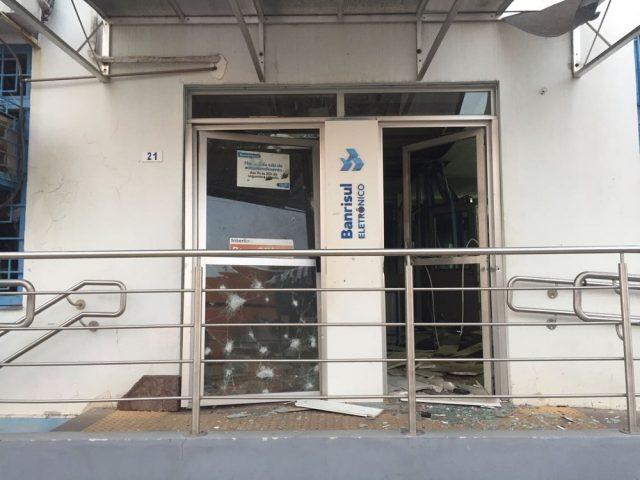 No sábado, criminosos atacaram três bancos em Butiá, ...