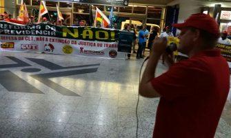 """Em ato no Aeroporto de Porto Alegre contra reforma da Previdência, CUT-RS avisa: """"se votar a favor, não volta"""""""