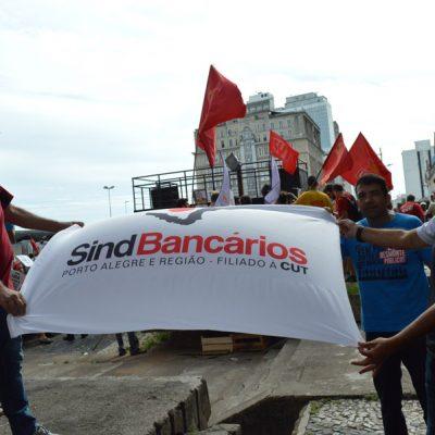 Bancários vão à luta em defesa das aposentadorias no dia nacional de protestos e avisam: se votar, o Brasil vai parar