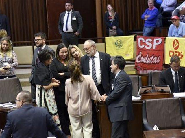 Deputados aliados de Sartori aprovam na madrugada projeto que compromete ...