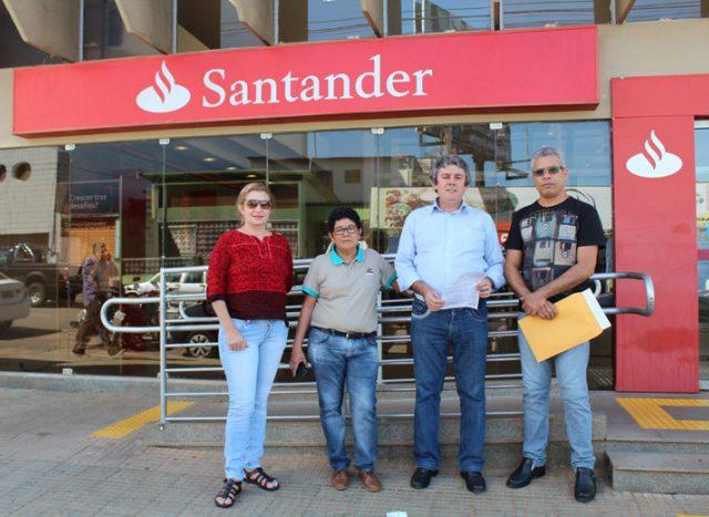 Santander demite funcionário lesionado pela terceira vez