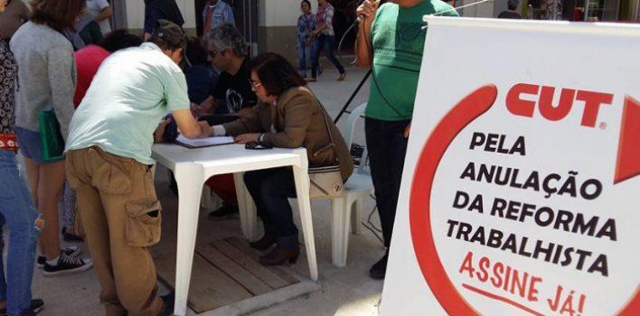 CUT-RS retoma coleta de assinaturas pela anulação da Reforma Trabalhista de Temer