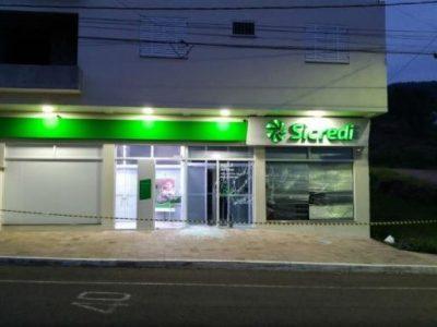 Agências do Banrisul e Sicredi sofrem assalto em Colinas, na madrugada de terça