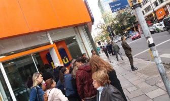 Fechamento de Itaú no Centro de Porto Alegre provoca tumulto e filas quilométricas em agência vizinha