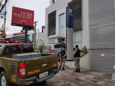 Criminosos rendem funcionários e atacam agência do BB na Carlos Gomes em Porto Alegre
