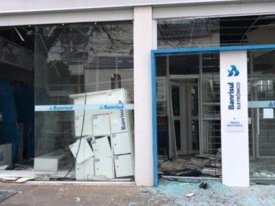 Quadrilha explode agência do Banrisul e faz refém em Farroupilha, no dia 21