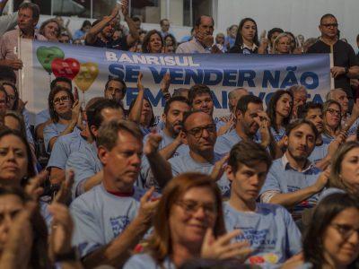 Banrisulense, vista azul para defender seus direitos, em 23/8, em dia de mesa de negociação com a diretoria. Mande foto da mobilização