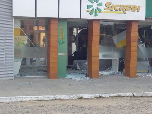 Ladrões atacam banco e fazem reféns em Itati,  ...