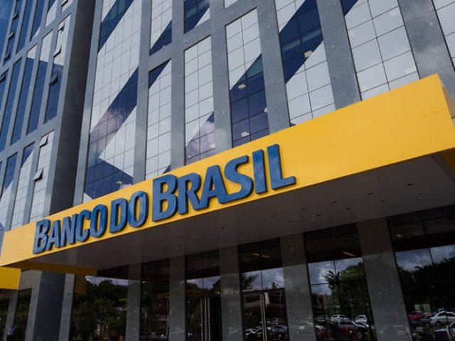 Bolsonaro discute possível troca do presidente do BB, diz ...