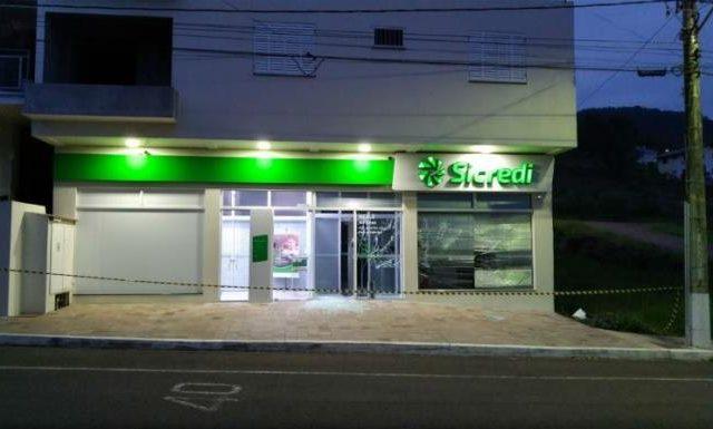 Agências do Banrisul e Sicredi sofrem assalto em Colinas, ...