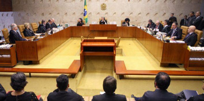 Renda da população brasileira retrocede, enquanto salário de juízes pode subir 16%