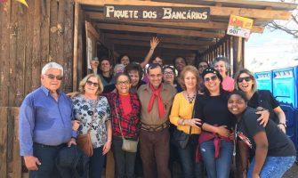 Grande almoço gauchesco marca visita de aposentadas da Caixa ao Piquete dos Bancários, no dia 20 de setembro