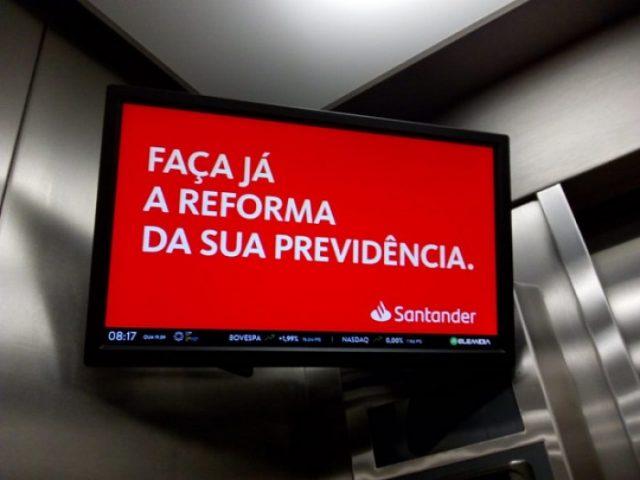 Propaganda do Santander escancara defesa do fim da aposentadoria