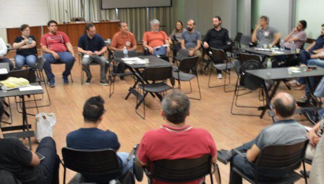 Delegados(as) sindicais debatem as ameaças sobre os direitos ...