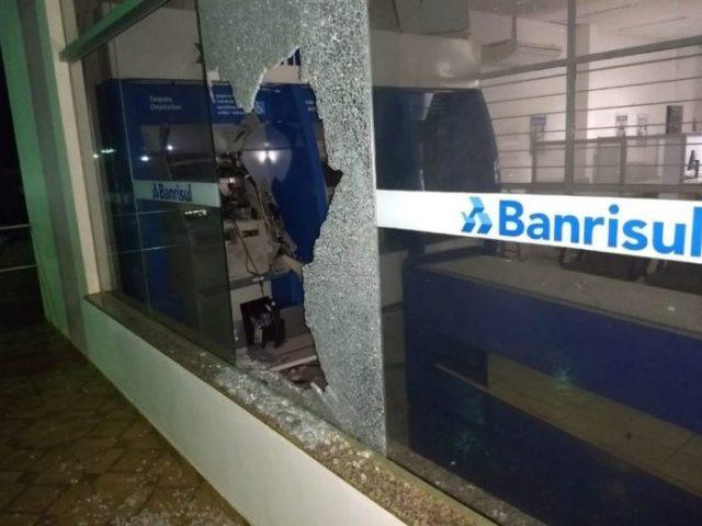 Duas agências do Banrisul atacados na madrugada desta quarta, 03/10, ...