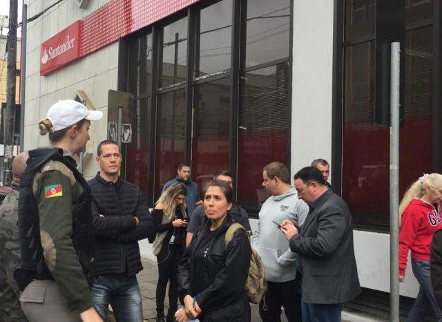 Polícia identifica suspeito de assalto ao Santander em N. ...