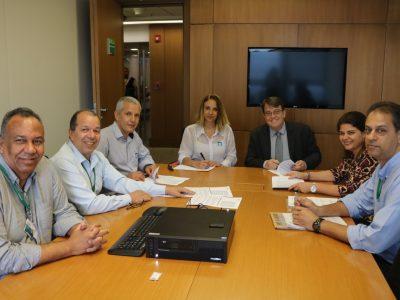 Bancários do BNDES assinam acordo da PLR