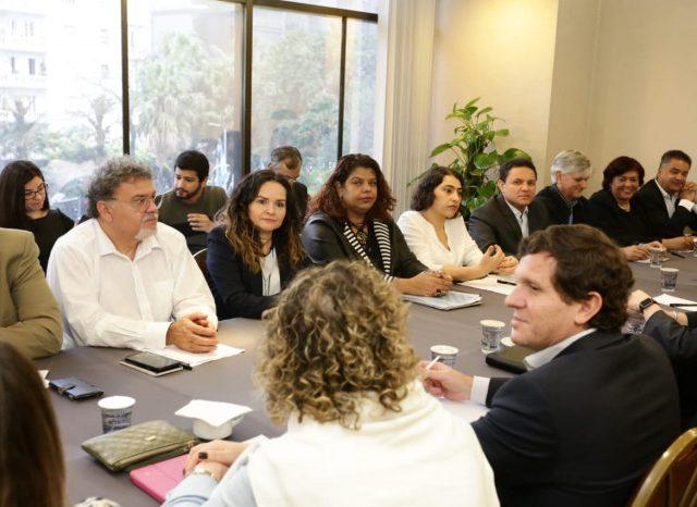 Bancos, setor que mais lucra no Brasil, se recusa a ...