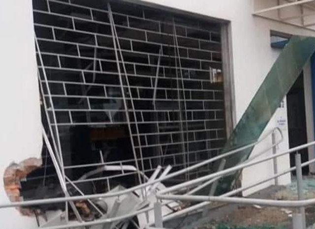 Criminosos explodem agência do Banrisul em Dilermando de Aguiar, ...